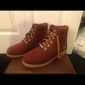 limited addition maroon timberland
